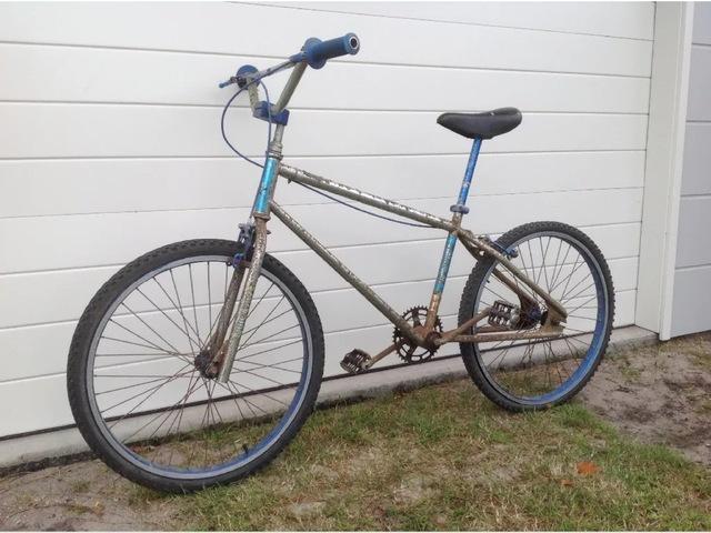 100% Survivor Complete Bikes